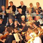 06_Chor_und_Orchester_vorn_rechts_in_der_Generalprobe